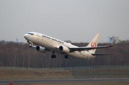 TAKAHIDEさんが、新千歳空港で撮影した日本航空 737-846の航空フォト(飛行機 写真・画像)