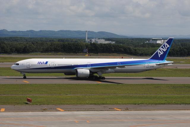 LEGACY-747さんが、新千歳空港で撮影した全日空 777-381の航空フォト(飛行機 写真・画像)