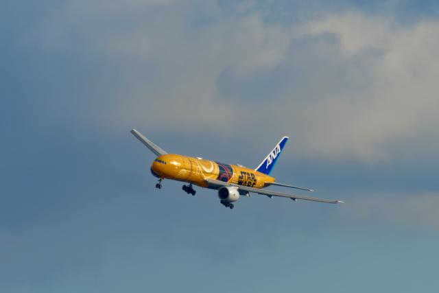 監督さんが、福岡空港で撮影した全日空 777-281/ERの航空フォト(飛行機 写真・画像)