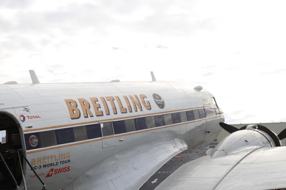 TAK_HND_NRTさんのスーパーコンステレーション飛行協会 Douglas DC-3 (HB-IRJ) 航空フォト