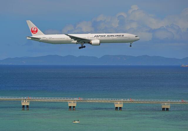 監督さんが、那覇空港で撮影した日本航空 777-346の航空フォト(飛行機 写真・画像)