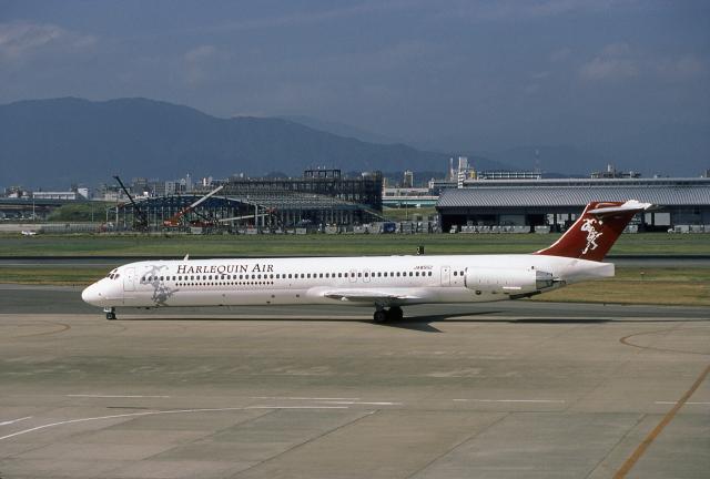 JAパイロットさんが、福岡空港で撮影したハーレクィンエア MD-81 (DC-9-81)の航空フォト(飛行機 写真・画像)