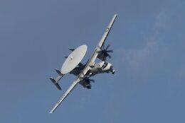 isiさんが、厚木飛行場で撮影したアメリカ海軍 E-2C Hawkeyeの航空フォト(飛行機 写真・画像)