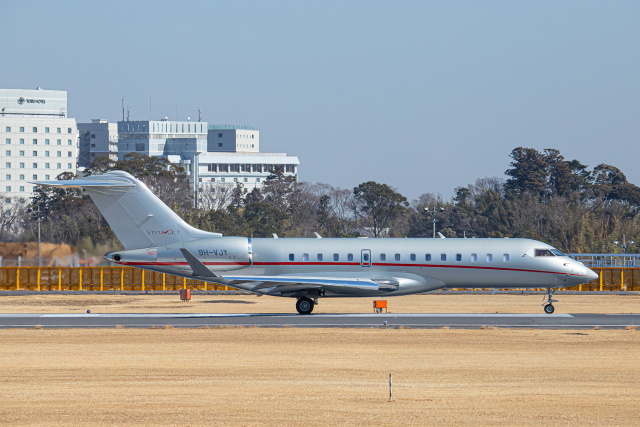 SGR RT 改さんが、成田国際空港で撮影したビスタジェット BD-700-1A10 Global 6000の航空フォト(飛行機 写真・画像)