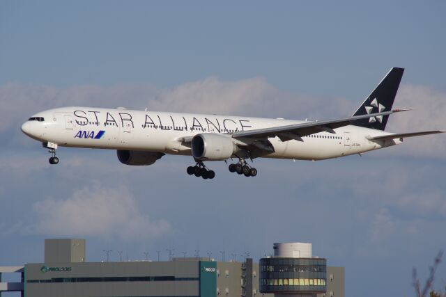 ひろかずさんが、成田国際空港で撮影した全日空 777-381/ERの航空フォト(飛行機 写真・画像)