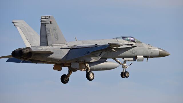 オキシドールさんが、岩国空港で撮影したアメリカ海軍 F/A-18E Super Hornetの航空フォト(飛行機 写真・画像)