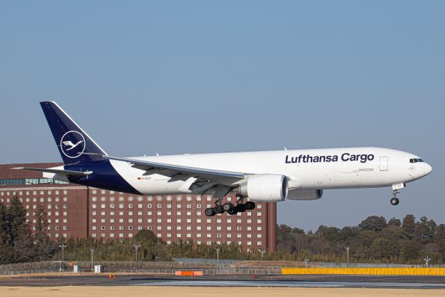 SGR RT 改さんが、成田国際空港で撮影したルフトハンザ・カーゴ 777-FBTの航空フォト(飛行機 写真・画像)