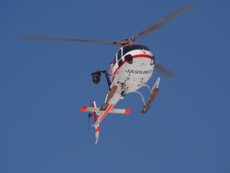 ここはどこ?さんが、札幌飛行場で撮影した朝日航洋 AS355F2 Ecureuil 2の航空フォト(飛行機 写真・画像)