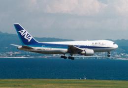 プルシアンブルーさんが、関西国際空港で撮影した全日空 767-281の航空フォト(飛行機 写真・画像)