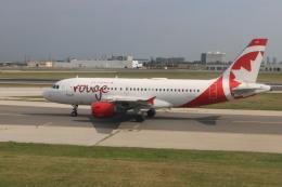 ババックンさんが、トロント・ピアソン国際空港で撮影したエア・カナダ・ルージュ A319-114の航空フォト(飛行機 写真・画像)
