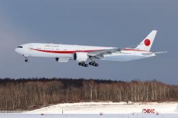 安芸あすかさんが、新千歳空港で撮影した航空自衛隊 777-3SB/ERの航空フォト(飛行機 写真・画像)