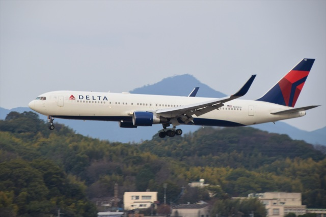 bachi51さんが、福岡空港で撮影したデルタ航空 767-332/ERの航空フォト(飛行機 写真・画像)