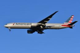 Deepさんが、成田国際空港で撮影したアメリカン航空 777-323/ERの航空フォト(飛行機 写真・画像)