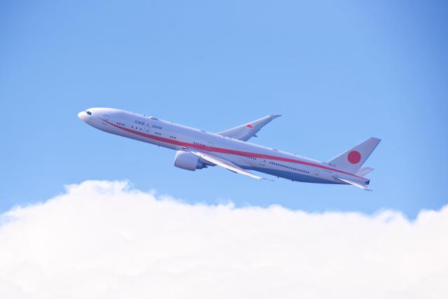 監督さんが、新千歳空港で撮影した航空自衛隊 777-3SB/ERの航空フォト(飛行機 写真・画像)