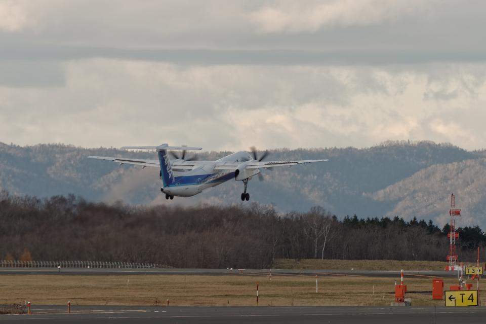 監督さんのANAウイングス Bombardier DHC-8-400 (JA842A) 航空フォト