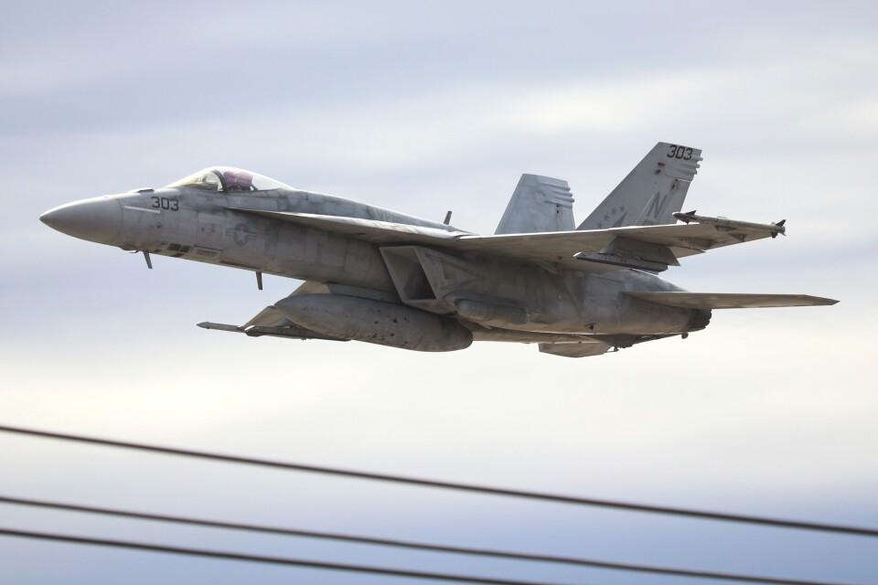 hanatomo735さんのアメリカ海軍 Boeing F/A-18 (166862) 航空フォト