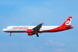 ちっとろむさんが、フランクフルト国際空港で撮影したエア・ベルリン A321-211の航空フォト(飛行機 写真・画像)