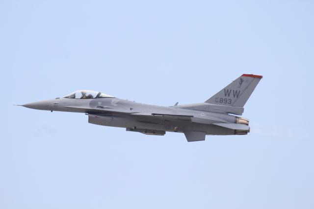 TAK_HND_NRTさんが、岩国空港で撮影したアメリカ空軍 F-16CM-50-CF Fighting Falconの航空フォト(飛行機 写真・画像)
