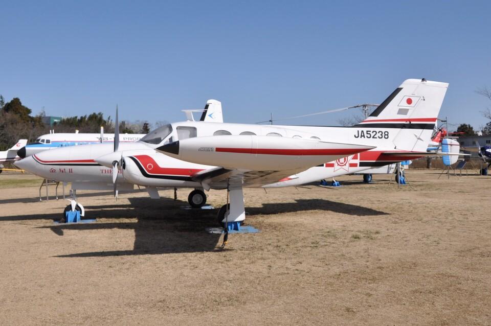 Flying A340さんの毎日新聞社 Cessna 421 (JA5238) 航空フォト