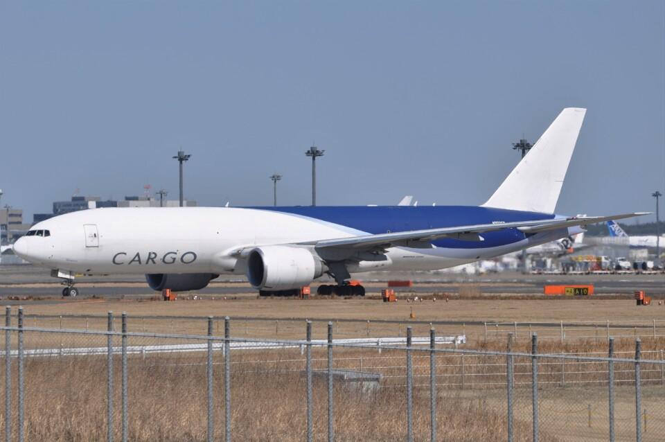 Flying A340さんのサザン・エア Boeing 777-200 (N702GT) 航空フォト