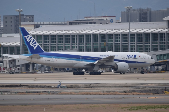 bachi51さんが、福岡空港で撮影した全日空 777-281/ERの航空フォト(飛行機 写真・画像)