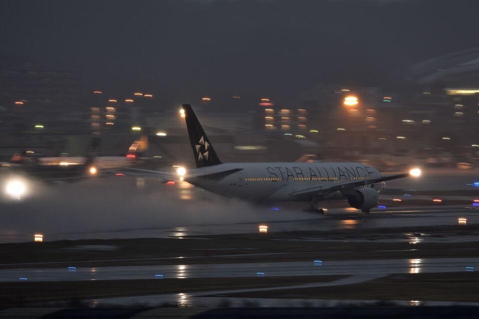 監督さんの全日空 Boeing 777-200 (JA711A) 航空フォト