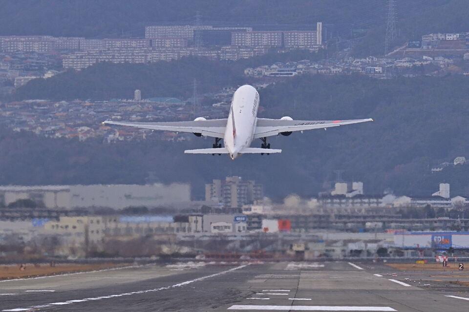 監督さんの日本航空 Boeing 777-200 (JA8979) 航空フォト