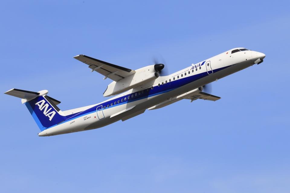 aki241012さんのANAウイングス Bombardier DHC-8-400 (JA844A) 航空フォト