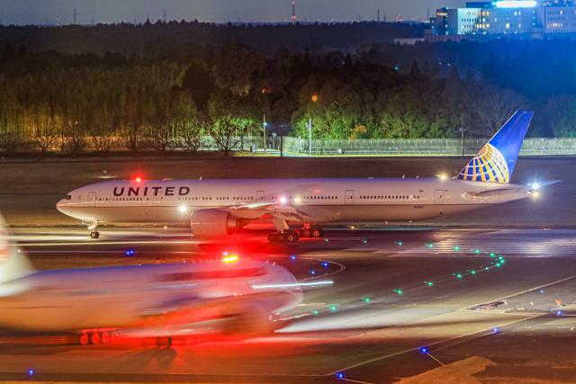 rokko2000さんが、成田国際空港で撮影したユナイテッド航空 777-322/ERの航空フォト(飛行機 写真・画像)