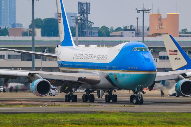 rokko2000さんが、伊丹空港で撮影したアメリカ空軍 VC-25A (747-2G4B)の航空フォト(飛行機 写真・画像)