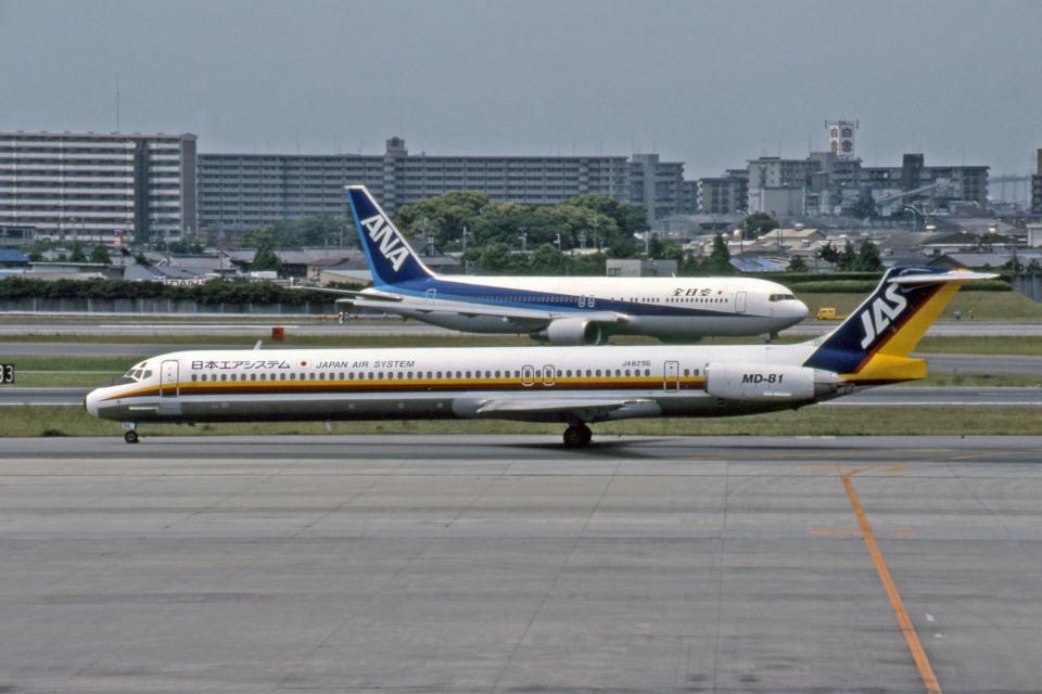 Gambardierさんの日本エアシステム McDonnell Douglas MD-80 (DC-9-80) (JA8296) 航空フォト