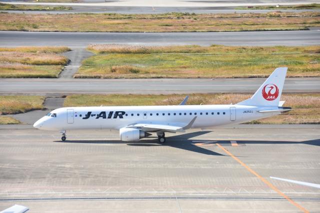 しゅんてぃーさんが、羽田空港で撮影したジェイエア ERJ-190-100(ERJ-190STD)の航空フォト(飛行機 写真・画像)
