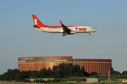 飛行機ゆうちゃんさんが、成田国際空港で撮影したティーウェイ航空 737-8KNの航空フォト(飛行機 写真・画像)