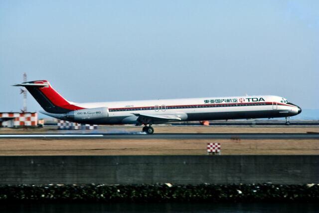 パール大山さんが、羽田空港で撮影した東亜国内航空 MD-81 (DC-9-81)の航空フォト(飛行機 写真・画像)