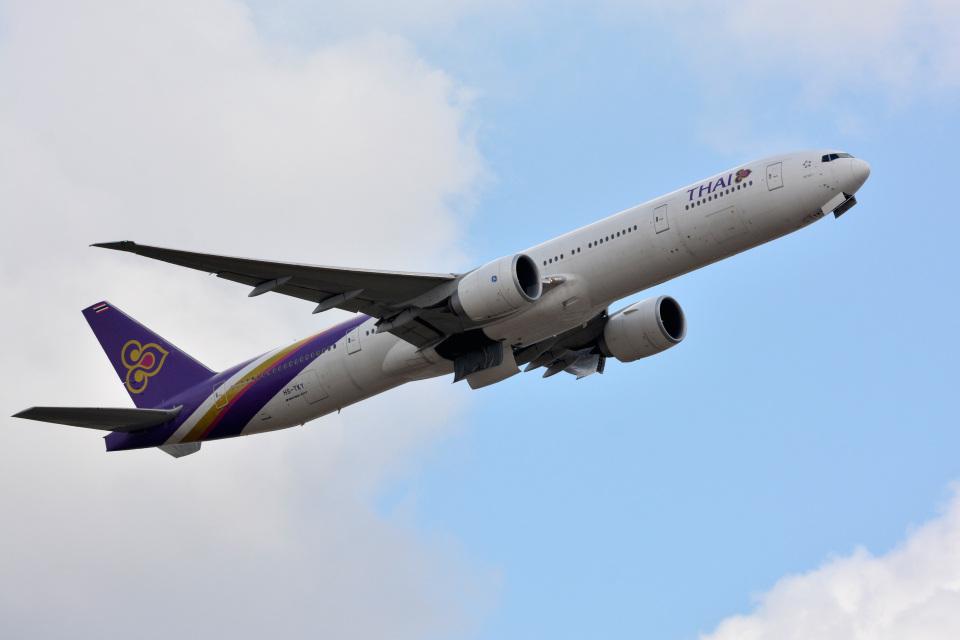 アルビレオさんのタイ国際航空 Boeing 777-300 (HS-TKY) 航空フォト