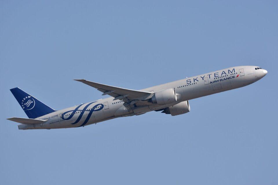 サンドバンクさんのエールフランス航空 Boeing 777-300 (F-GZNE) 航空フォト