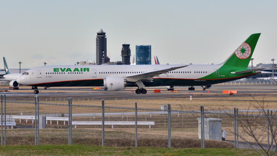 saoya_saodakeさんのエバー航空 Boeing 787-10 (B-17805) 航空フォト