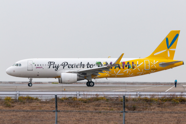 ヒロミさんが、関西国際空港で撮影したピーチ A320-214の航空フォト(飛行機 写真・画像)