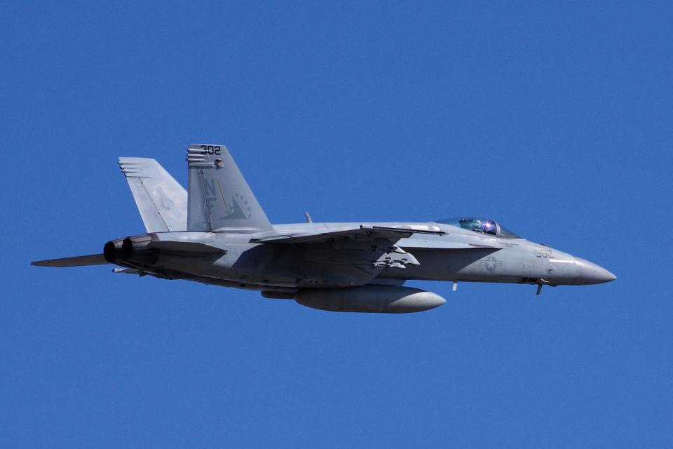 ぼくちゃんさんのアメリカ海軍 Boeing F/A-18 (166861) 航空フォト