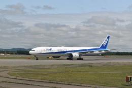 hachiさんが、新千歳空港で撮影した全日空 777-381の航空フォト(飛行機 写真・画像)
