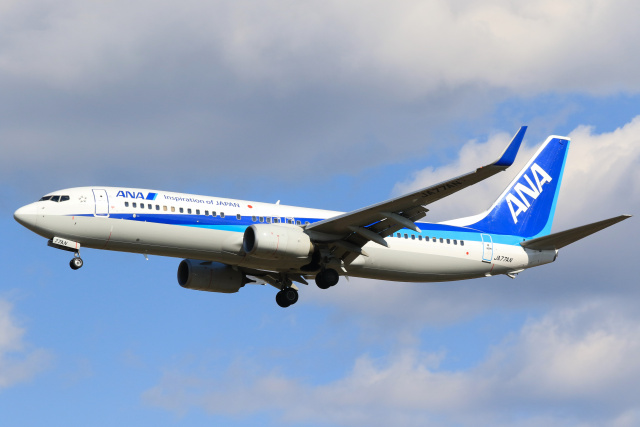 inyoさんが、成田国際空港で撮影した全日空 737-881の航空フォト(飛行機 写真・画像)