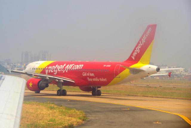 yabyanさんが、タンソンニャット国際空港で撮影したベトジェットエア A320-214の航空フォト(飛行機 写真・画像)