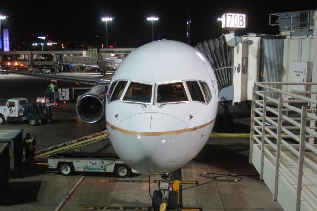 Hiro-hiroさんが、ロサンゼルス国際空港で撮影したユナイテッド航空 757-200の航空フォト(飛行機 写真・画像)
