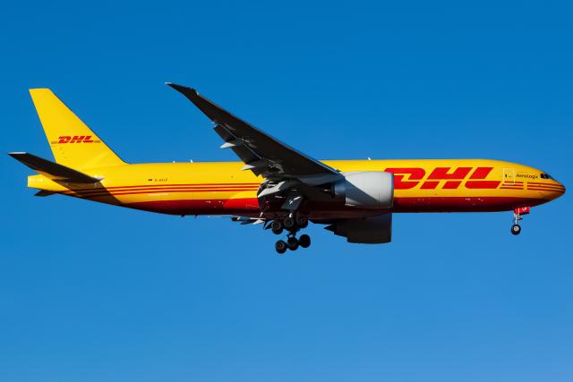 航空フォト:D-AALP DHL 777-200