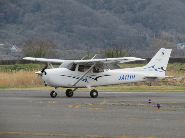 F.YUKIHIDEさんが、岡南飛行場で撮影した学校法人ヒラタ学園 航空事業本部 172S Skyhawk SPの航空フォト(飛行機 写真・画像)