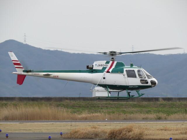 F.YUKIHIDEさんが、岡南飛行場で撮影したアカギヘリコプター AS350B2 Ecureuilの航空フォト(飛行機 写真・画像)