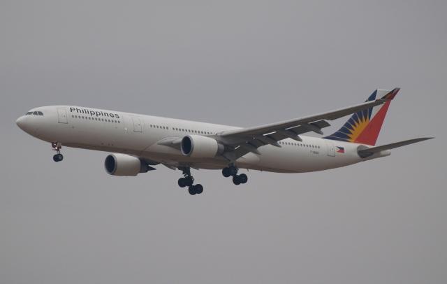 木人さんが、成田国際空港で撮影したフィリピン航空 A330-301の航空フォト(飛行機 写真・画像)