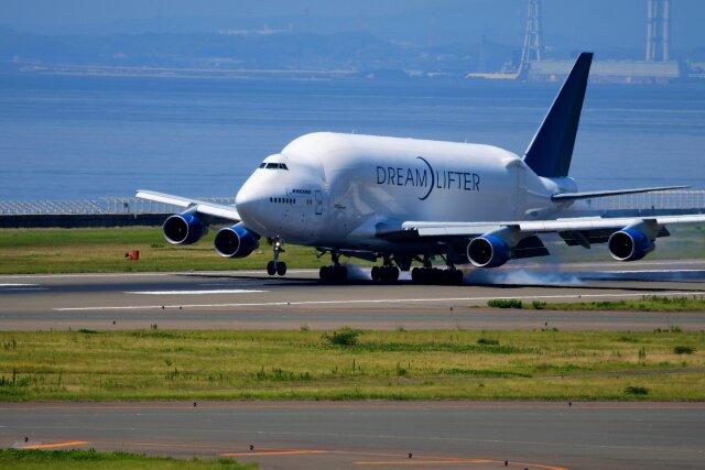 こみけさんが、中部国際空港で撮影したボーイング 747-4J6(LCF) Dreamlifterの航空フォト(飛行機 写真・画像)
