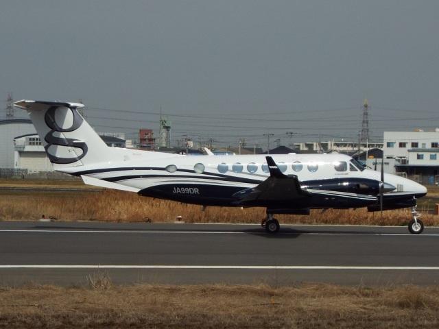 YaoRJOYさんが、八尾空港で撮影したクリアネット King Air 350i (B300)の航空フォト(飛行機 写真・画像)