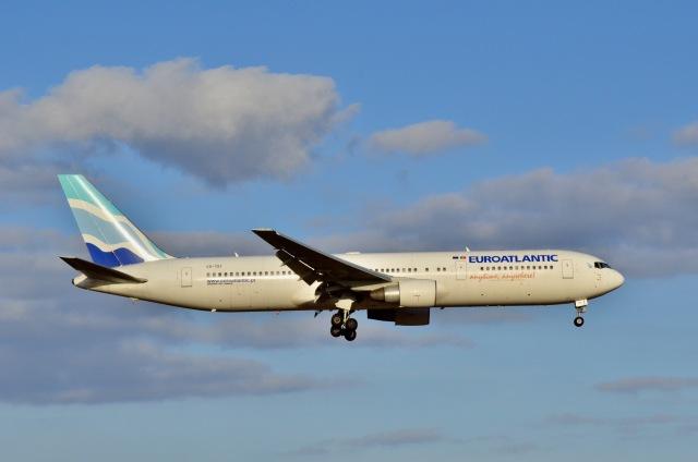 ウィングはくつるさんが、成田国際空港で撮影したユーロアトランティック・エアウェイズ 767-34P/ERの航空フォト(飛行機 写真・画像)